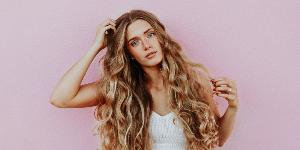 Frau mit vollem Haar